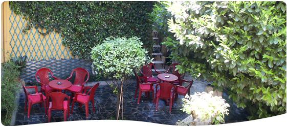 giardino interno hotel corona